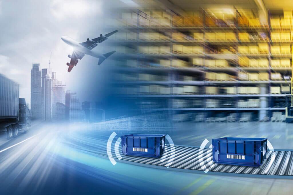 Durch RFID-Labels wird intelligentes Behältertracking in der Logistik ermöglicht.